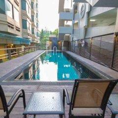 Отель Thomson Hotels & Residences at Ramkhamhaeng Таиланд, Бангкок - отзывы, цены и фото номеров - забронировать отель Thomson Hotels & Residences at Ramkhamhaeng онлайн бассейн фото 3