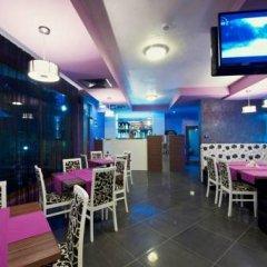 Отель Family Hotel Coral Болгария, Поморие - отзывы, цены и фото номеров - забронировать отель Family Hotel Coral онлайн гостиничный бар