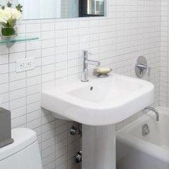 Отель Oakwood at The Nash ванная