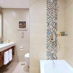 Отель Hilton Garden Inn Dubai Al Muraqabat Дубай ванная фото 2