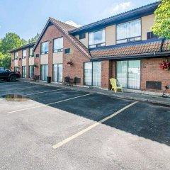 Отель Comfort Inn Kirkland Lake парковка