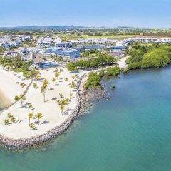 Отель Radisson Blu Azuri Resort & Spa пляж
