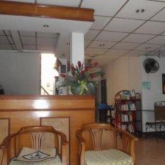 Отель Taewez Guesthouse Бангкок гостиничный бар