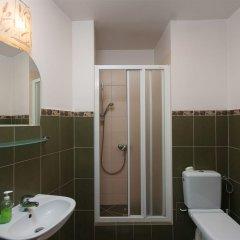 Отель Hostel Helvetia Plus Польша, Варшава - отзывы, цены и фото номеров - забронировать отель Hostel Helvetia Plus онлайн ванная