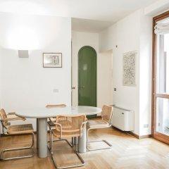 Апартаменты San Maurilio Apartments Милан комната для гостей фото 3