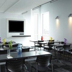Отель Alt Hotel Toronto Airport Канада, Миссиссауга - отзывы, цены и фото номеров - забронировать отель Alt Hotel Toronto Airport онлайн питание фото 2