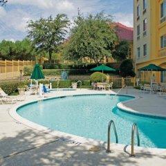 Отель La Quinta Inn & Suites Dallas North Central бассейн фото 3