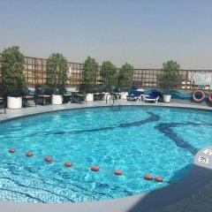 Avari Dubai Hotel бассейн