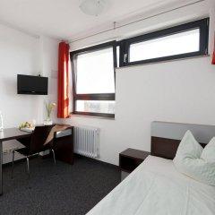 Отель DJH City-Hostel Köln-Riehl Германия, Кёльн - отзывы, цены и фото номеров - забронировать отель DJH City-Hostel Köln-Riehl онлайн комната для гостей фото 4