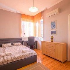 Отель FM Premium 1-BDR Apartment - Business Location Болгария, София - отзывы, цены и фото номеров - забронировать отель FM Premium 1-BDR Apartment - Business Location онлайн комната для гостей фото 3