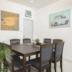 Отель Cozy TownHouse HuaLampong Бангкок в номере