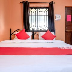 Отель OYO 37259 Deodita's Guest House Гоа сейф в номере