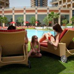 Отель Khalidiya Palace Rayhaan by Rotana, Abu Dhabi бассейн