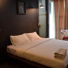 Silom Art Hostel Бангкок комната для гостей фото 3
