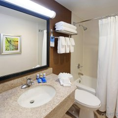 Отель Fairfield Inn by Marriott JFK Airport США, Нью-Йорк - отзывы, цены и фото номеров - забронировать отель Fairfield Inn by Marriott JFK Airport онлайн ванная