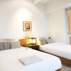 Отель Baan Dinso Hosteltrok Sin Dinso Road комната для гостей фото 5
