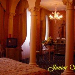 Отель Carlton On The Grand Canal Венеция сейф в номере