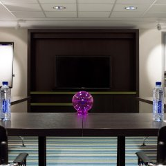 Отель Aloft Brussels Schuman Бельгия, Брюссель - 2 отзыва об отеле, цены и фото номеров - забронировать отель Aloft Brussels Schuman онлайн интерьер отеля фото 2