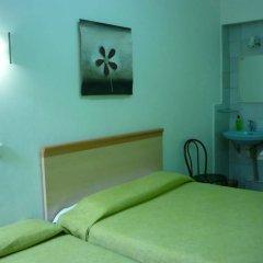 Отель Pension Portbou Барселона комната для гостей фото 3