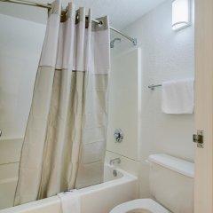 Отель Motel 6 Tacoma, WA - South США, Такома - отзывы, цены и фото номеров - забронировать отель Motel 6 Tacoma, WA - South онлайн ванная