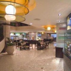 Отель Equatorial Kuala Lumpur Малайзия, Куала-Лумпур - отзывы, цены и фото номеров - забронировать отель Equatorial Kuala Lumpur онлайн гостиничный бар