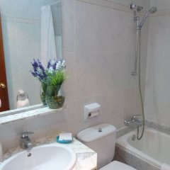 Aneto Hotel ванная