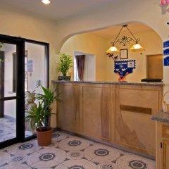 Отель Americas Best Value Inn & Suites-Bush Int'l Airport интерьер отеля