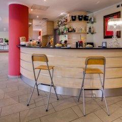 Отель Holiday Inn Express Parma Парма гостиничный бар