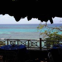 Hibiscus Lodge Hotel пляж