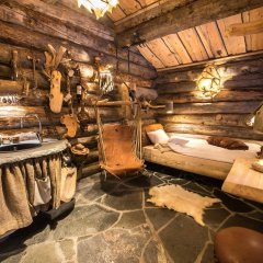 Отель Engholm Husky Design Lodge сауна