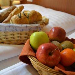 Отель Aparthotel Austria Suites питание