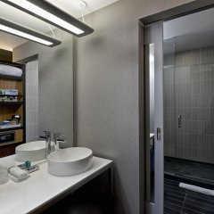 Отель Aloft Tulsa Downtown США, Талса - отзывы, цены и фото номеров - забронировать отель Aloft Tulsa Downtown онлайн ванная