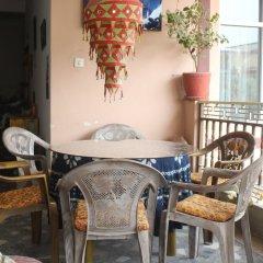 Отель Hamro Homestay Непал, Катманду - отзывы, цены и фото номеров - забронировать отель Hamro Homestay онлайн питание
