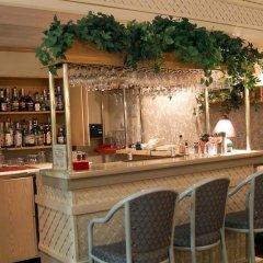 Отель Travelodge by Wyndham Calgary International Airport South Канада, Калгари - отзывы, цены и фото номеров - забронировать отель Travelodge by Wyndham Calgary International Airport South онлайн гостиничный бар