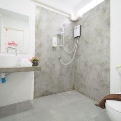 Отель The Box House Таиланд, Краби - отзывы, цены и фото номеров - забронировать отель The Box House онлайн ванная фото 2