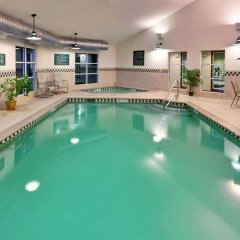 Отель Country Inn & Suites Queensbury бассейн