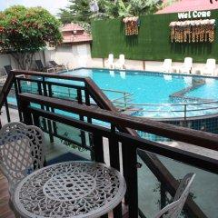 Отель Bee Orchid Pool Villa балкон