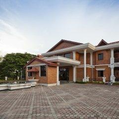 Отель Buddha Maya by KGH Group Непал, Лумбини - отзывы, цены и фото номеров - забронировать отель Buddha Maya by KGH Group онлайн парковка