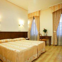 Отель Hostal Silserranos сейф в номере