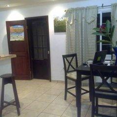 Отель The Guaras Hostal - Hostel Гондурас, Сан-Педро-Сула - отзывы, цены и фото номеров - забронировать отель The Guaras Hostal - Hostel онлайн питание
