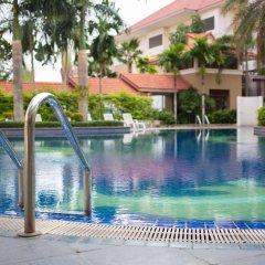 Отель Eastern Grand Palace бассейн