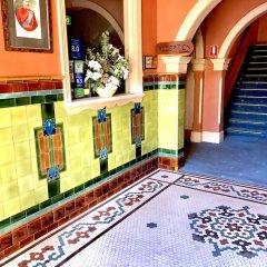 Отель Victoria & Albert Guesthouse интерьер отеля