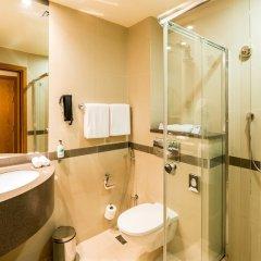 Отель Holiday Inn Express Dubai Airport ОАЭ, Дубай - - забронировать отель Holiday Inn Express Dubai Airport, цены и фото номеров ванная фото 2