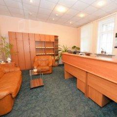 Отель Sveciu Namai Klaipeda Inn Литва, Клайпеда - отзывы, цены и фото номеров - забронировать отель Sveciu Namai Klaipeda Inn онлайн интерьер отеля