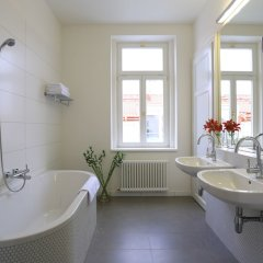 James Hotel And Apartments Прага ванная фото 2