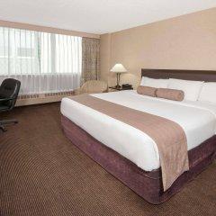 Отель Ramada Plaza by Wyndham Calgary Downtown Канада, Калгари - отзывы, цены и фото номеров - забронировать отель Ramada Plaza by Wyndham Calgary Downtown онлайн комната для гостей фото 4