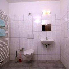 Отель Sleepy Lion Hostel, Youth Hotel & Apartments Leipzig Германия, Лейпциг - отзывы, цены и фото номеров - забронировать отель Sleepy Lion Hostel, Youth Hotel & Apartments Leipzig онлайн ванная