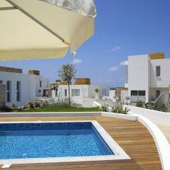 Отель Paradise Cove Luxurious Beach Villas Кипр, Пафос - отзывы, цены и фото номеров - забронировать отель Paradise Cove Luxurious Beach Villas онлайн бассейн фото 11