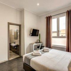 Отель Floor 6 сейф в номере