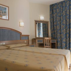 Отель AzuLine H. Mar Amantis I & II Испания, Сан-Антони-де-Портмань - отзывы, цены и фото номеров - забронировать отель AzuLine H. Mar Amantis I & II онлайн комната для гостей